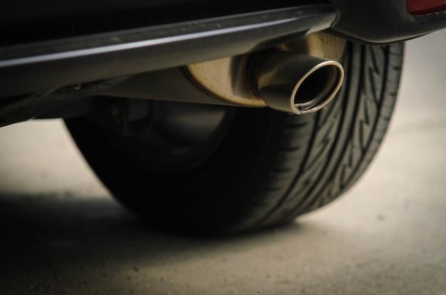 Tubo di scarico dell'auto
