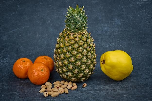 Frutta esotica e noci, frutti tropicali