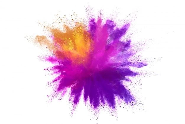 Esplosione di polvere colorata isolata su sfondo bianco
