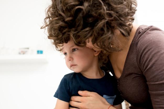 Esprimere amore al piccolo figlio