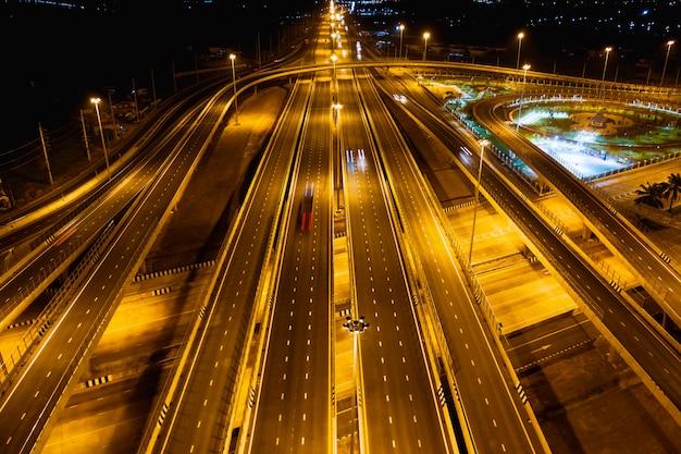 Collegamento autostradale e tangenziale per il trasporto e l'attività logistica di notte