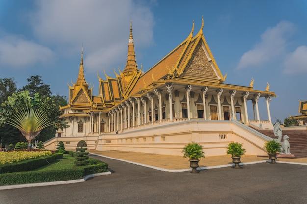 Esterno del palazzo reale di phnom penh cambogia