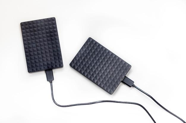 Disco rigido esterno isolato su sfondo bianco design moderno per computer portatile di archiviazione
