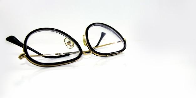 Occhiali da vista isolati su sfondo bianco