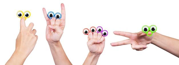 Occhi sulle dita della mano, su un set di sfondo bianco