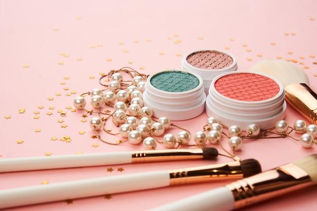 Accessori per ombretti perline pennelli per trucco collezione cosmetici