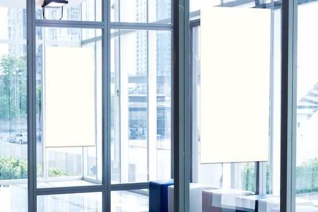 Unità di base in tessuto pop-up banner pubblicitario con sfondo di supporti multimediali, sfondo vuoto