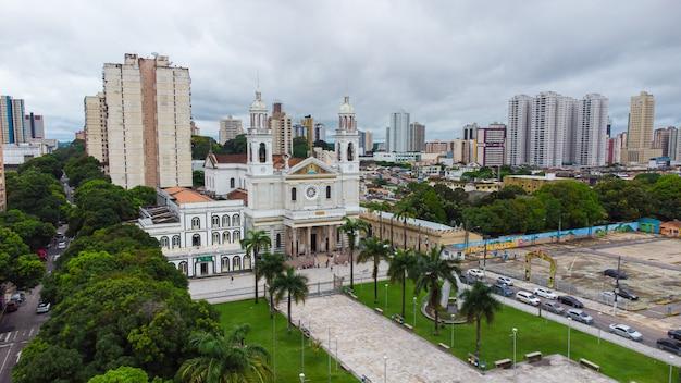 Facciata della cattedrale di nossa senhora nazare a belem do para, brasile