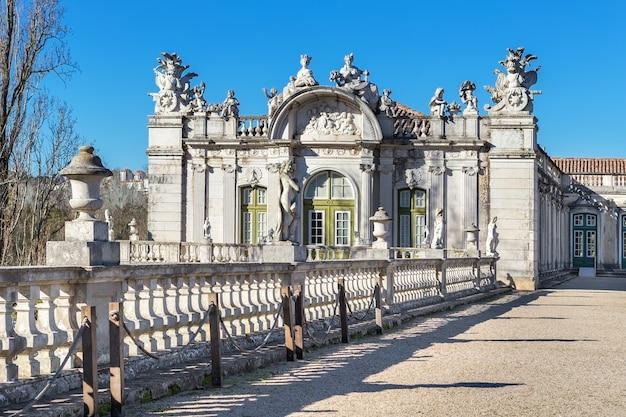 La facciata del vecchio castello reale queluz. sintra portogallo.