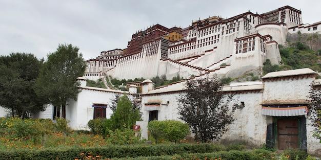 Facciata del palazzo del potala, lhasa, tibet, cina