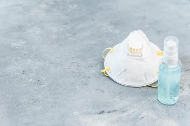 Maschera facciale e disinfezione con spazi per il testo