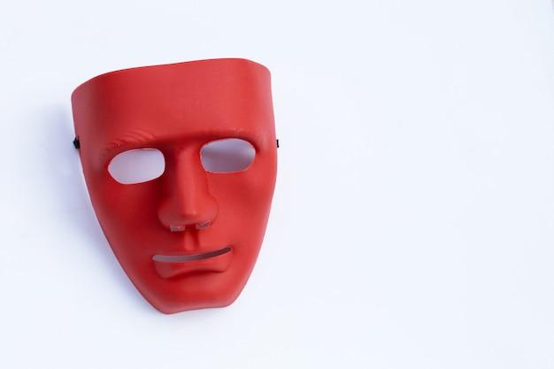 Maschera per il viso su superficie bianca. vista dall'alto
