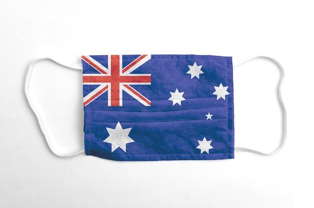 Maschera facciale con bandiera dell'australia stampata, su fondo bianco.