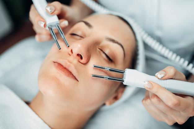 Procedura di ringiovanimento del viso, medicina di bellezza