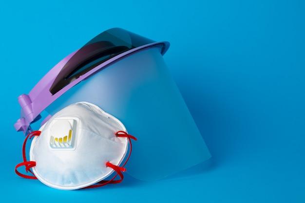 Visiera e maschere mediche. protezione dal concetto di coronavirus
