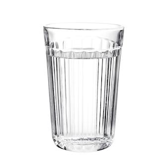 Bicchiere d'acqua sfaccettato isolato su bianco
