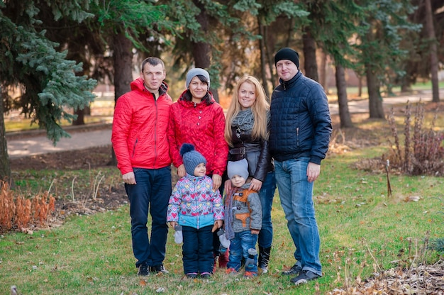 Ritratto di famiglia nel parco