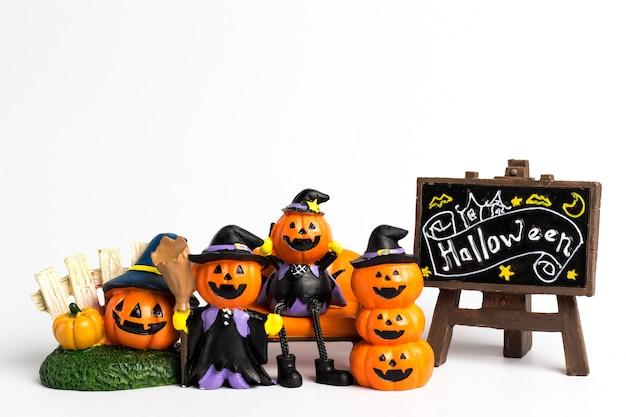 Famiglia zucca halloween ed etichetta con un testo di halloween.