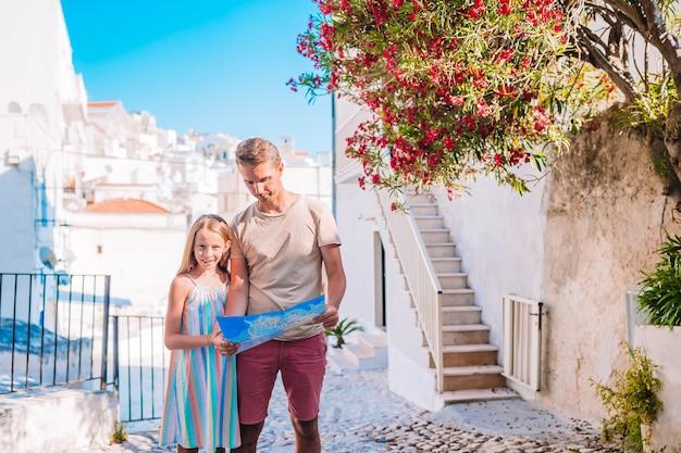 Famiglia di due vacanze in vacanza europea