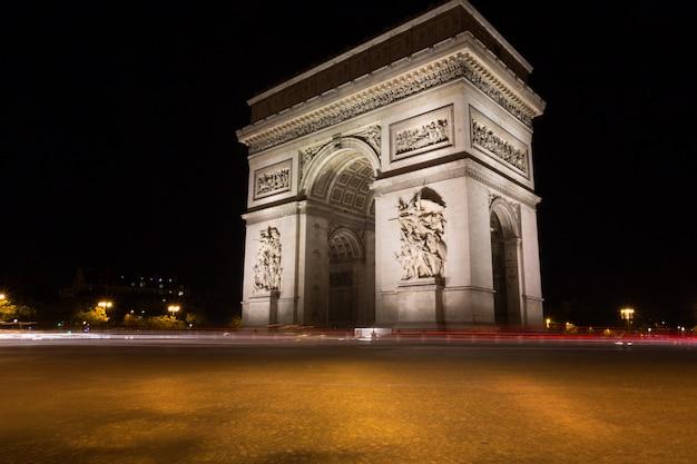 Famoso arc de triomphe a parigi, francia