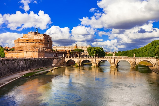 Famoso ponte e castello sant angelo a roma