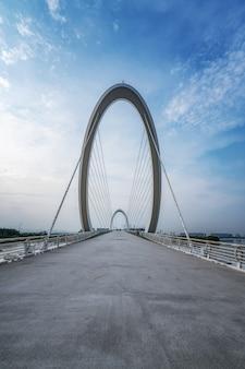Famoso ponte nel quartiere finanziario di nanchino, cina