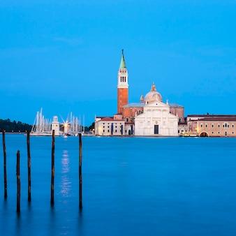 Famosa chiesa di san giorgio maggiore a venezia, italia.