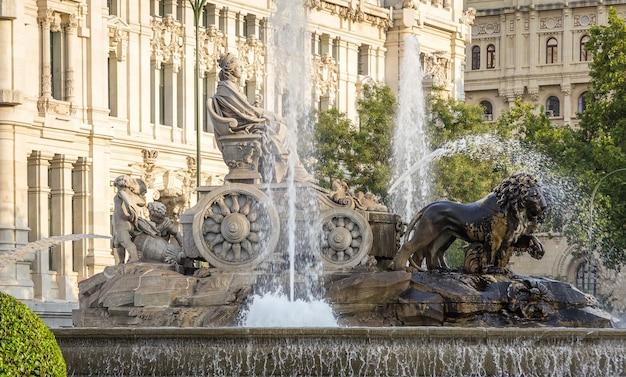 Famosa piazza della fontana di cibeles a madrid, spagna