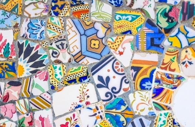 Particolare dei famosi mosaici in ceramica colorata, disegnati da antonio gaudi e meglio conosciuti come