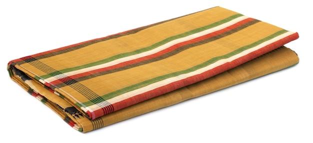 Famoso sari di cotone di dhaka su sfondo bianco