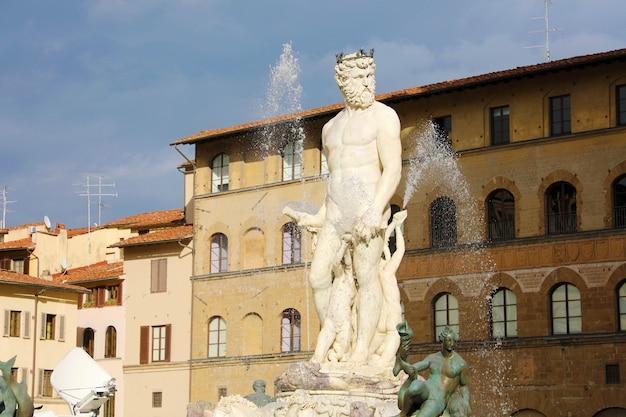 Famosa fontana del nettuno a firenze, italia