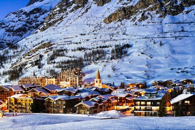 Famoso e luogo di lusso della val d'isere al tramonto, tarentaise, alpi, france
