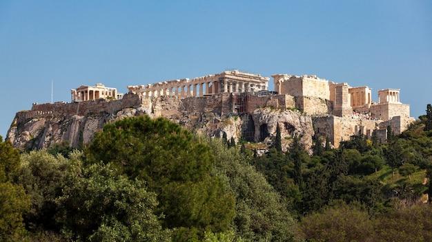 La famosa vecchia acropoli è uno dei principali punti di riferimento di atene