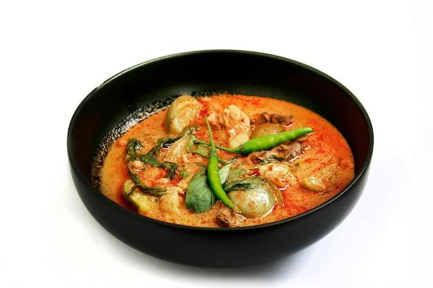 Famoso menu di cibo tailandese cibo piccante al peperoncino con curry e latte di cocco che i nomi sono
