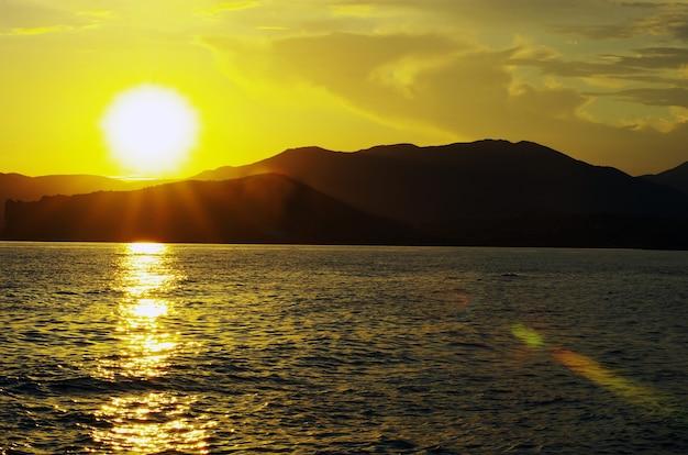 Fantastico tramonto sul mare