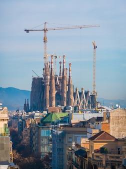 Vista in lontananza della cattedrale della sagrada familia.