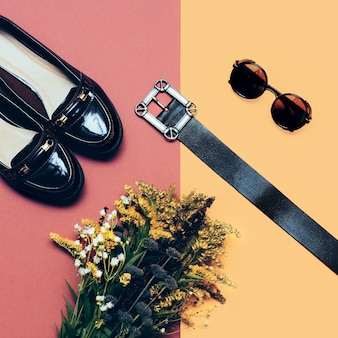 Accessori moda per donna. occhiali, cintura, scarpe. elegante stagione autunnale.