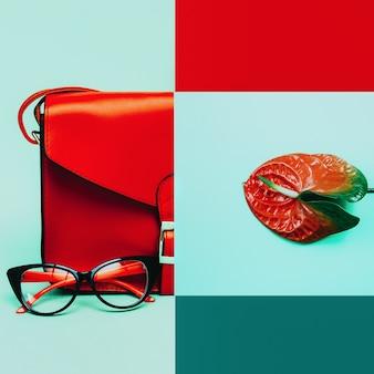Collage di moda. accessori alla moda. borsa e occhiali da vista. focus sulle sfumature rosse