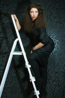 Modella sulla scala
