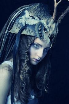Moda ritratto di bellissimo modello femminile