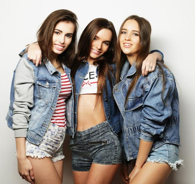 Adatti il ritratto di tre migliori amici alla moda delle ragazze sexy