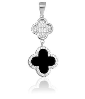 Ciondolo in argento moda con pietre preziose su sfondo bianco