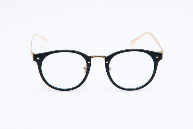 Occhiali da sole moda montature nere e oro su sfondo bianco