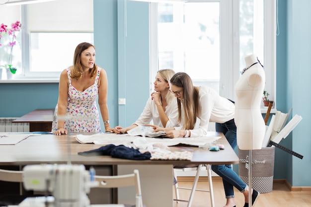 Laboratorio di sarti di moda