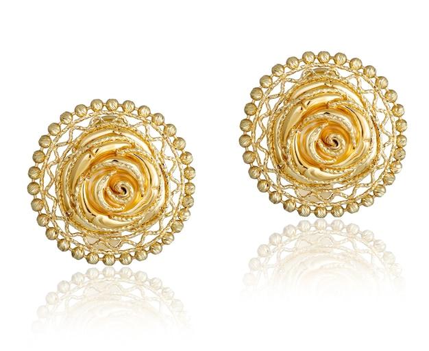 Orecchini da donna alla moda in oro. regalo di gioielli da donna
