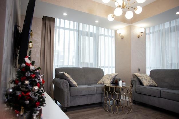 Interior design alla moda nell'appartamento. progettazione di un monolocale.
