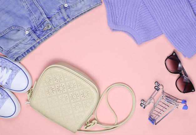 Abbigliamento, scarpe e accessori da donna alla moda