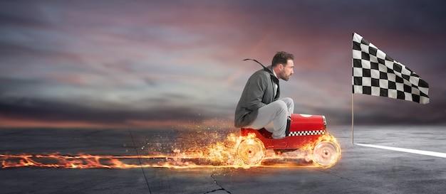 L'uomo d'affari veloce con una macchina vince contro i concorrenti. concetto di successo aziendale e concorrenza
