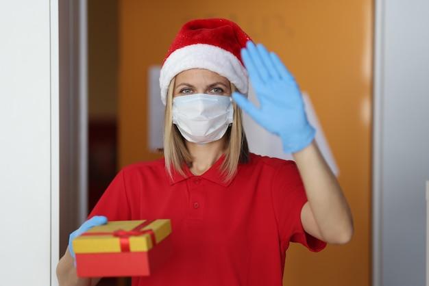 Consegna rapida di regali e merci per le vacanze.
