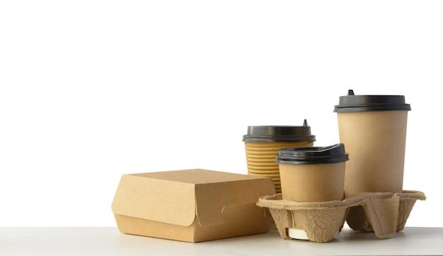 Set di imballaggi per fast food e bevande isolato su bianco